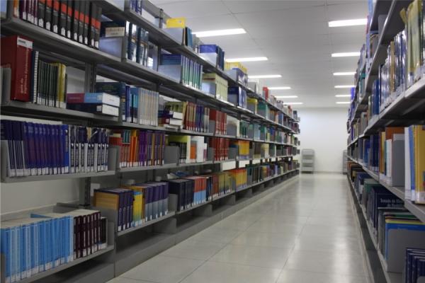 biblioteca19393C0D2-C6FE-43D7-B765-35A1BC78232D.jpg